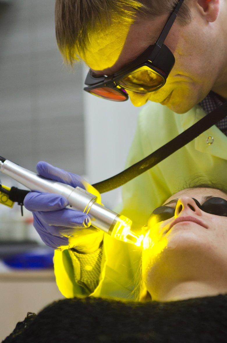 leczenie trądziku laserem bromkowo-miedziowym