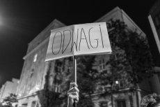 Kilkanaście organizacji opozycyjnych organizuje we wtorek manifestację przed Senatem. To sprzeciw wobec upartyjnienia sądów przez PiS.