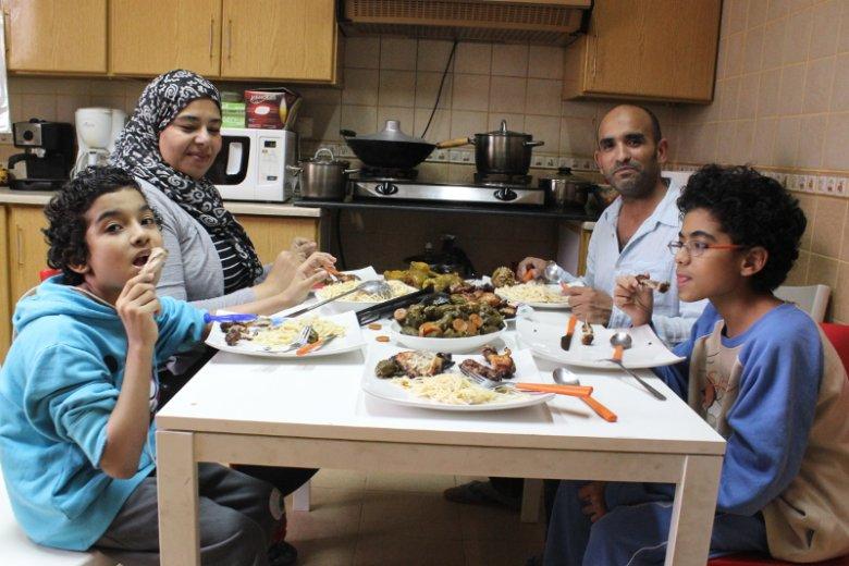 Marwan Baghdat  i jego rodzina w mieszkaniu w Rijadzie