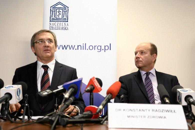 Prezes Naczelnej Rady Lekarskiej Maciej Hamankiewicz i minister zdrowia Konstanty Radziwiłł.