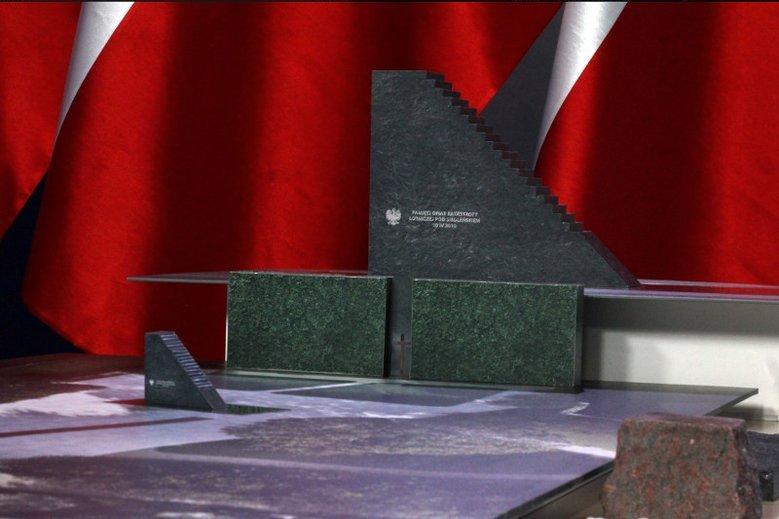 Tak ma wyglądać pomnik, którego budowę zapowiedział w sobotę Jarosław Kaczyński. Na razie jednak nikt nie wydał warunków zabudowy.