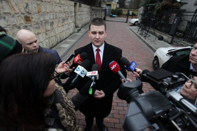 Były rzecznik MON Bartłomiej Misiewicz przez 7 lat nie skończył 3-letnich studiów – ustalił TVN24.