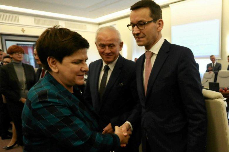Beata Szydło najprawdopodobniej nie utrzyma teki premiera. Czy stanie w szranki z Rafałem Trzaskowskim w Warszawie?