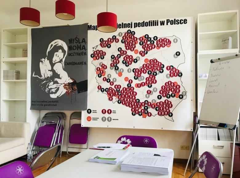 Mapa pedofilii Fundacji Nie Lękajcie Się. W jej opracowanie i aktualizację dużo pracy wkładają posłanka Joanna Scheuring-Wielgus i radna Warszawy Agata Diduszko-Zyglewska.