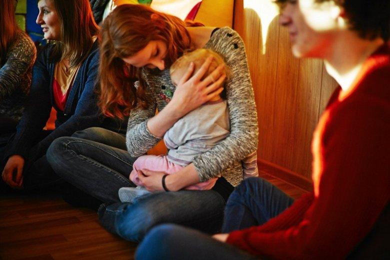 Dzieci  z domów dziecka mogą liczyć na ciepło wolontariuszy. Państwo traktuje je po macoszemu. Nie zostały objęte programem 500 +.