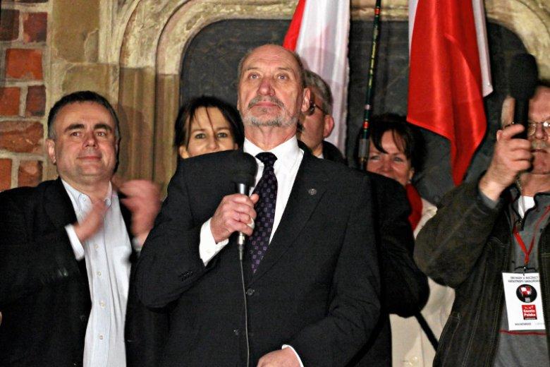 """Gdyby Antoni Macierewicz zapragnął tworzyć coś w kontrze do PiS mógłby liczyć na swoją dawną partię RKN i być może na kluby """"GP"""""""
