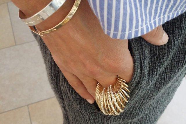 Pierścień Alexis Bittar, projektant z Nowego Jorku, bransoletki Mya Bay z Brukseli
