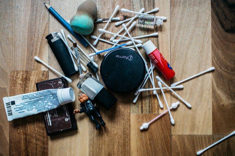 Przeterminowane kosmetyki i puste pudełka. Te rzeczy udało mi się wyrzucić z wielką ulgą.