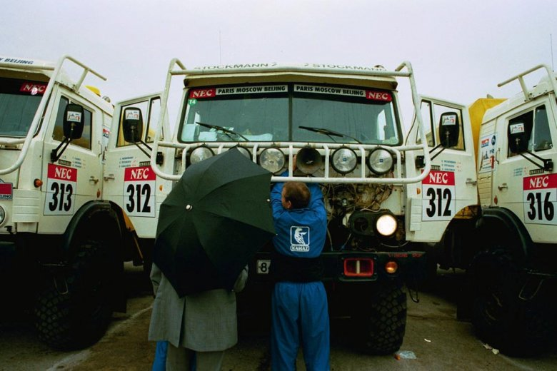 Автомобиль КАМАЗ перед автопробегом Париж-Пекин. Варшава 1992.