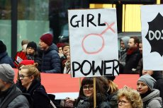 """Protestujący w ramach """"Czarnego piątku"""" przechodzą nie tylko ulicami polskich miast (zdjęcie ilustracyjne)."""