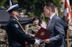 Minister Błaszczak miał w Australii kupić nowe okręty wojenne. Projekt zawetował Morawiecki, ministrowi zostaje wymienianie uścisków dłoni.