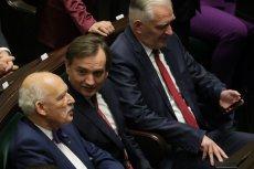 Janusz Korwin-Mikke zdrzemnął się na inauguracji Sejmu. Oficjalne stanowisko jego partii jest takie, że nie był to długi sen.