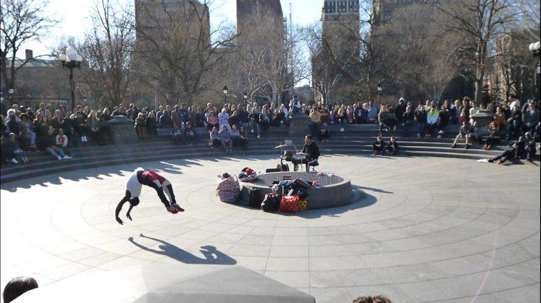 Uliczne przedstawienie, Washington Square Park, Nowy Jork