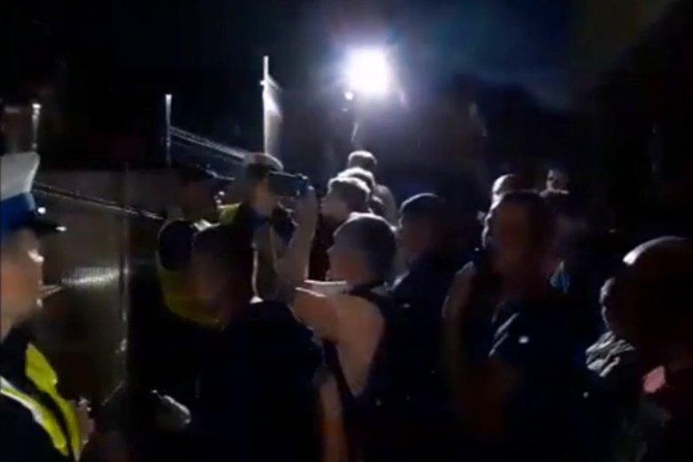 Przed gmachem Prokuratury w Świdnicy zebrał się tłum podczas przesłuchania podejrzanego o dokonanie zabójstwa Kristiny D.
