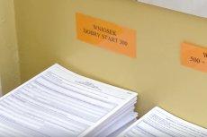 Od 1 sierpnia można składać wnioski o 300+ i 500+ w formie papierowej. W niektórych urzędach ustawiły się kolejki.