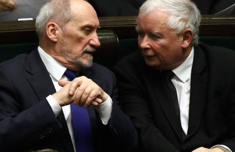 Jarosław Kaczyński o wyjaśnianiu przyczyn katastrofy smoleńskiej: Nadal mam zaufanie do Antoniego Macierewicza.