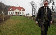 Sikorski starał się o dofinansowanie remontu dworu w Chobielinie. Prośba została odrzucona.