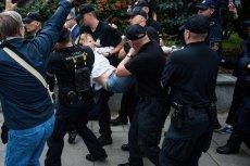 Po wwiezieniu dwóch demonstrantów na teren Sejmu przez Joannę Schmidt, kontrolowane będą wszystkie pojazdy wjeżdżające na teren Sejmu.