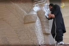 ISIS niszczy mające nawet 4500 tysiąca lat posągi w Mosulu