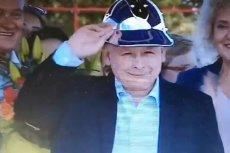 Jarosław Kaczyński na pikniku rodzinnym PiS bawił się świetnie. Założył hełm na głowę.