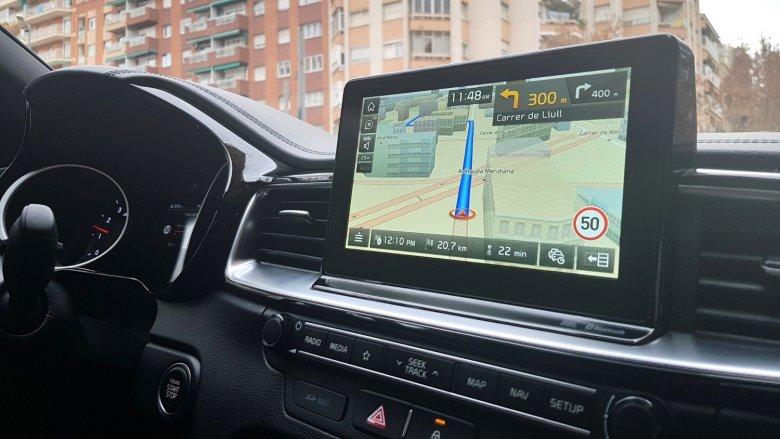 Duży ekran nawigacji ułatwia poruszanie się po nieznanym mieście. Ale trzeba uważać, system nie zawsze radzi sobie z jednokierunkowymi uliczkami.