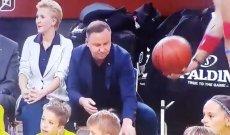 Jak Andrzej Duda gra w koszykówkę?