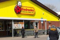 Grupa nastolatków napadła na Biedronkę przy krakowskim rondzie Matecznego. Pracownikom sklepu grozili bronią.