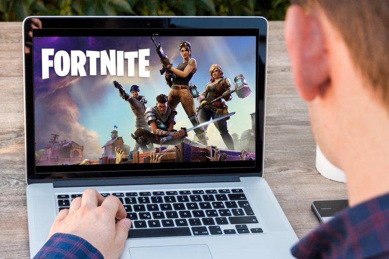 """Fenomen """"Fortnite: Battle Royale"""" nabiera tempa. Rodzice zamiast wysyłać dzieci na naukę gry w kosza, zapisują je na treningi w grę komputerową"""