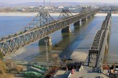 Korea Północna, wypadek autobusu. Pojazd spadł z mostu, zginęło co najmniej 30 zagranicznych turystów.