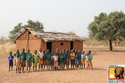 To dla nich - dzieci z Bundoli - pani Anna chce zbudować szkołę