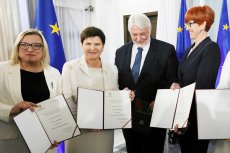 Europosłowie prawicy odbierają swoje zaświadczenia o wyborze. Na tym unijne sukcesy PiS się zakończyły.