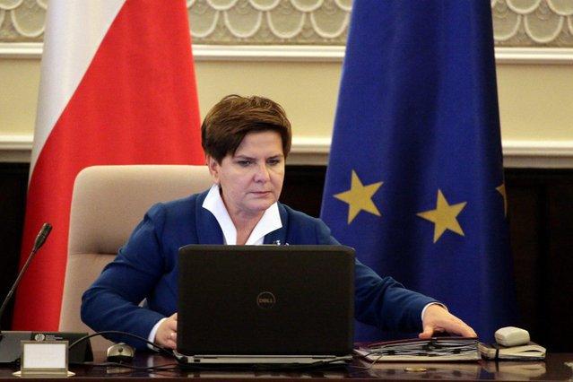 Rząd Beaty Szydło obłaskawi urzędników administracji rządowej podwyżkami? Właśnie utworzono ku temu możliwości.