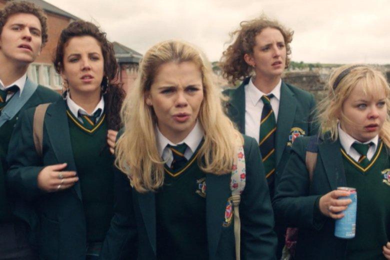 """Serial """"Derry Girls"""" warto wpisać na swoją listę seriali do obejrzenia. I to najlepiej na samej jej górze"""
