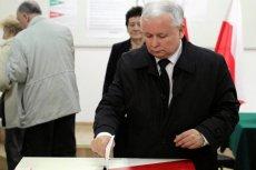 Z nieoficjalnych informacji wynika, że PiS rozważa zerwanie wakacji parlamentarnych i zwołanie nieplanowanego posiedzenia Sejmu. Jedna z teorii mówi, że celem tego ruchu będzie samorozwiązanie Sejmu i ogłoszenie przedterminowych wyborów.