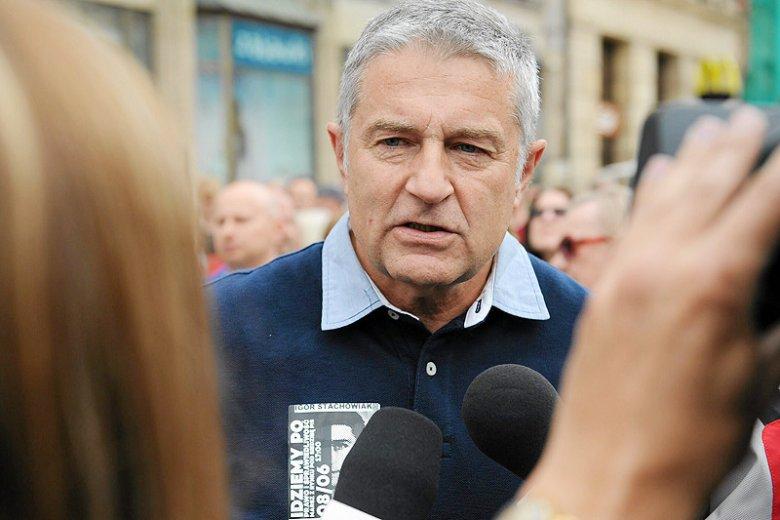 """Władysław Frasyniuk opowiedział o tym, co w cztery oczy usłyszał od policjantów, którzy spacyfikowali jego protest przeciw PiS. Jeden z nich próbował go... """"dyskretnie wypuścić""""."""