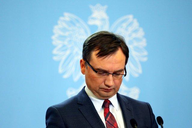 """Według """"Rzeczpospolitej"""" w ministerstwie sprawiedliwości pod rządami Zbigniewa Ziobry ekspertów zatrudniano z naruszeniem prawa."""