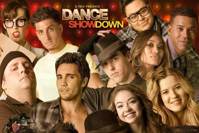 """Fragment plakatu promującego program """"Dance Showdown""""."""