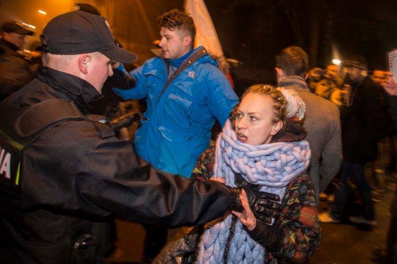 Krakowianie nie zgadzają się, aby Wawel stał się po Krakowskim Przedmieściu kolejnym miejscem partyjnego show. Przygotowują się na przyjazd Jarosława Kaczyńskiego.