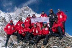 Na zdjęciu - cała ekipa wspinaczy, którym nie udało się zdobyć zimą szczytu K2.