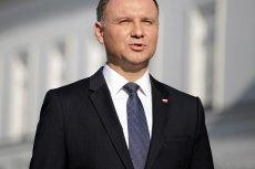 """Prezydent Andrzej Duda nie został ciepło przyjęty przez Polonię w Meksyku. Przed ambasadą czekali na niego protestujący, którzy wykrzykiwali m.in. """"precz z Kaczorem""""."""