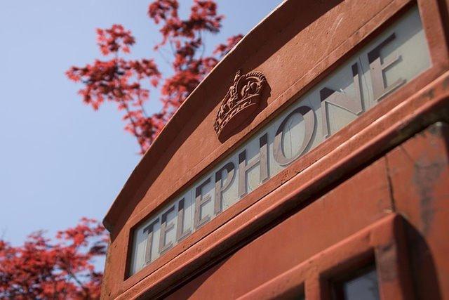 Czy tysiące czerwonych budek telefonicznych rozsianych po całej Wielkiej Brytanii czeka drugi żywot w formie... przestrzeni biurowych?