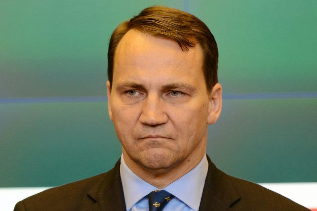 """""""Fakt"""" twierdzi, że minister Radosław Sikorski wysłał BOR-owców po pizzę"""