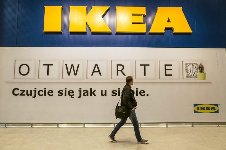 Politycy PiS stają w obronie pana Tomasza zwolnionego z IKEA.