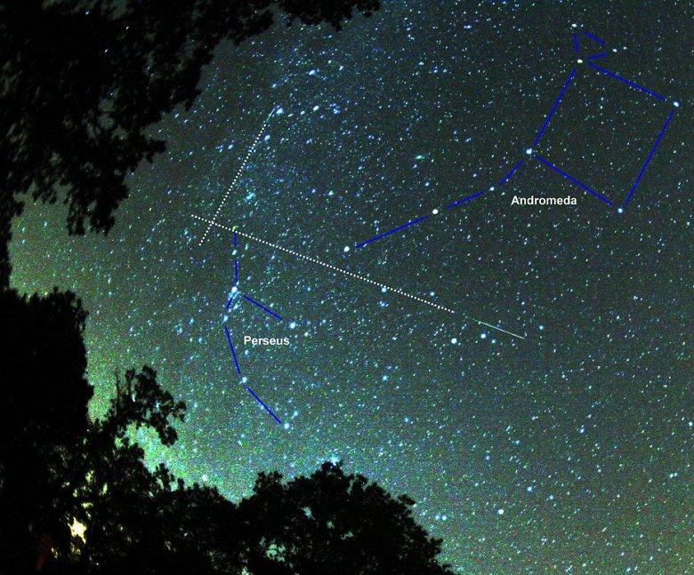 Rój przelatuje m. in. przez gwiazdozbiór Perseusza. Brocken Inaglory, Anton / Wikipedia [url=http://www.gnu.org/copyleft/fdl.html]GFDL[/url]  [url=http://creativecommons.org/licenses/by-sa/3.0]CC BY-SA 3.0[/url]