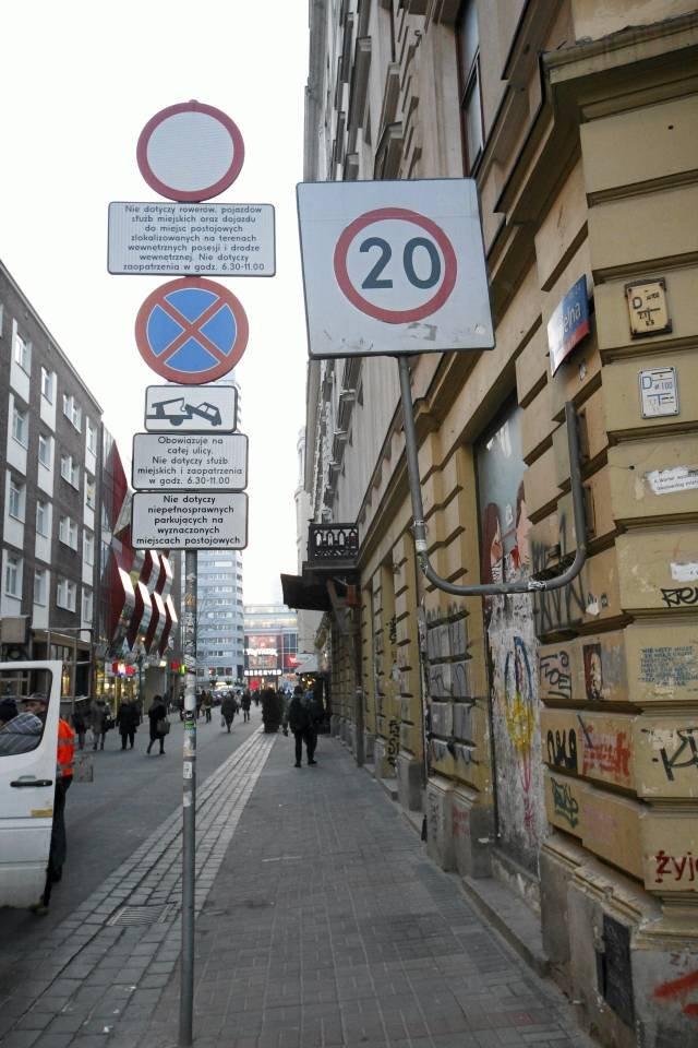 Ulica Chmielna w Warszawie czeka na kupców