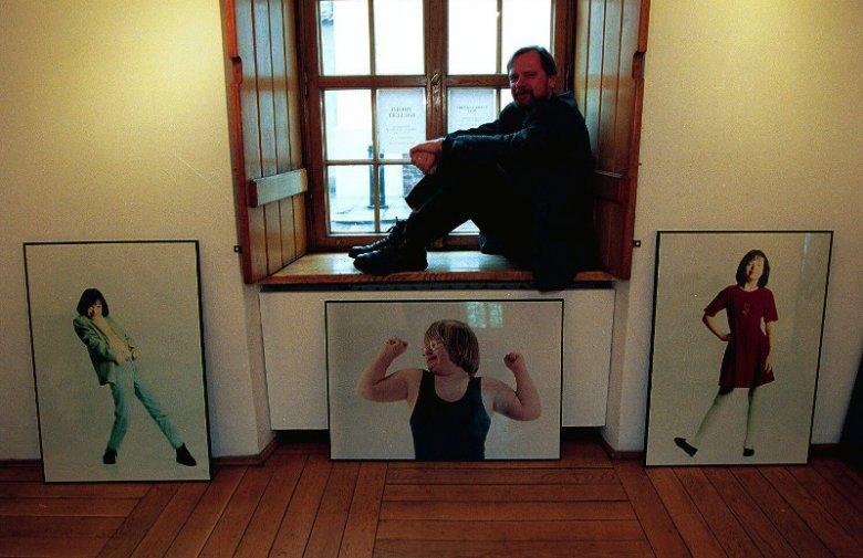 Fotoreporter Chris Niedenthal w Starej Galerii Związku Polskich Artystów Fotografików. 1994 rok.