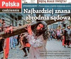 """Piątkowe wydanie """"Gazety Polskiej Codziennie"""" przedstawia Jezusa podczas drogi krzyżowej."""