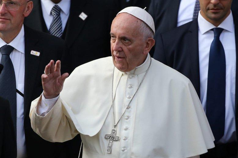 Papież Franciszek powiedział o bogaceniu się dzięki udzielanym sakramentom.