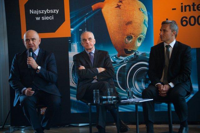 Bruno Duthoit, prezes Orange Polska (w środku), zapewnił, że prędkość internetu jest jednym z najważniejszych kryteriów przy wyborze oferty