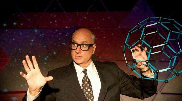 David Novak w roli R. Buckminstera Fullera